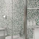 Decoración de baños ¿Mamparas o cortinas plásticas en la ducha?