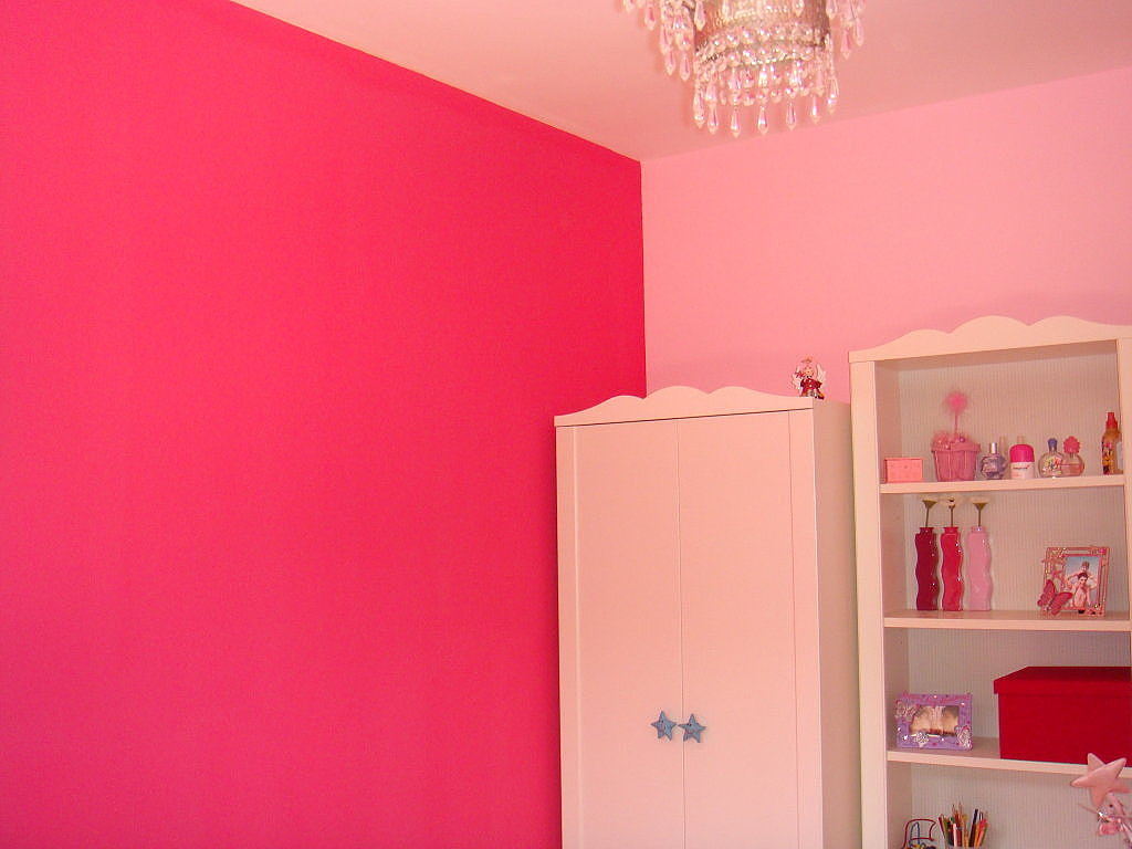 Colores ideales para adolescentes for Decoracion para pared fucsia
